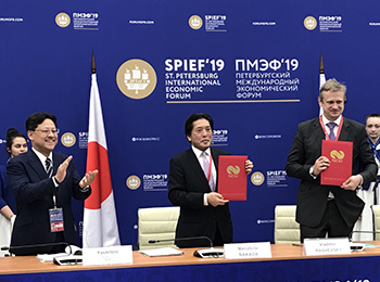 Japan's State Minister of the Ministry of Economy, Trade and Industry Seki (left); NEXI's President Nakada (center); and SUEK's CEO Rashevsky (right)